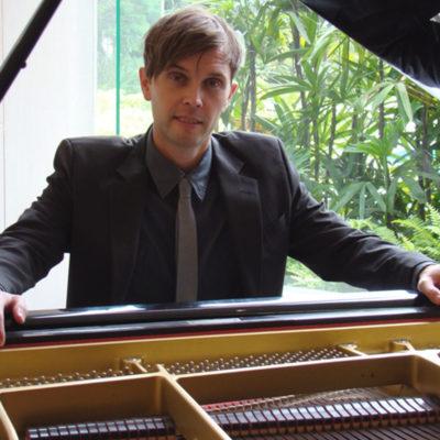 Mark Hoeppner Vancouver Singer Pianist
