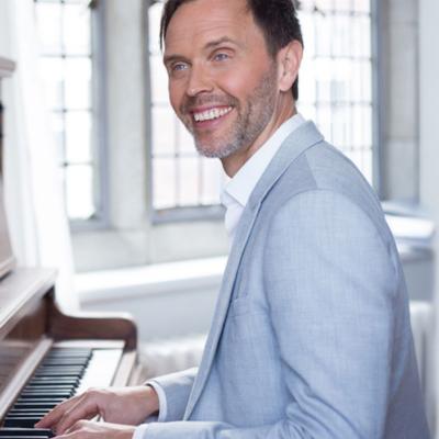 Mark Hoeppner Vancouver Singer/Pianist
