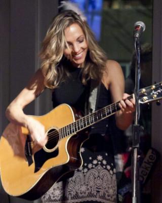 Melanie Dekker Vancouver Singer/Guitarist